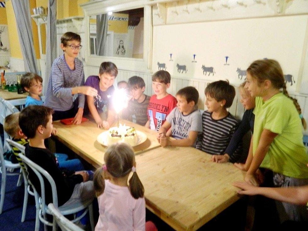 Oslava 9. narozenin nechanického mateřského centra na horách.