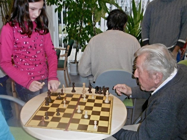 Zdravotně postižení hráli se zdravými šachy.
