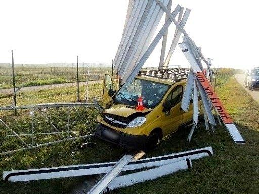 Havárie nákladního automobilu na dálnici D11.