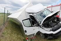 Dopravní nehoda dvou nákladních vozidel na dálnici D11.