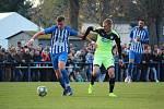 K nejlepším hráčům zápasu patřil chlumecký stoper Jakub Havel (s balonem).