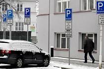 Parkovací místa pro tělesně postižené mají své opodstatnění.