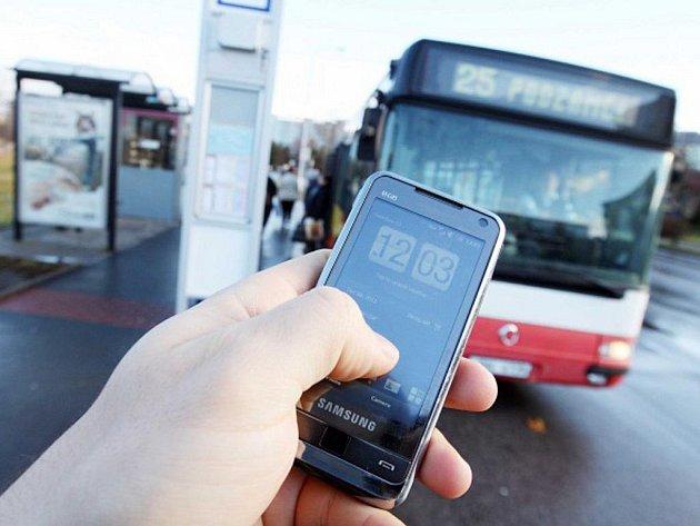Cestující zaplatí jízdu dopravními prostředky hradecké MHD také formou SMS z mobilního telefonu.