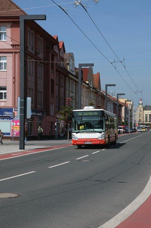 Osvětlení v ulici S. K. Neumanna v Hradci Králové.