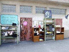 Bazar u zastávky MHD v hradeckých Malšovicích.