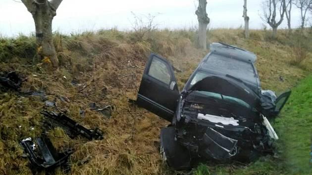 Nehoda dvou osobních automobilů u Všestar.