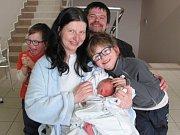 JAKUB PIORECKÝ poprvé vykoukl na svět 26. března v 10.06 hodin. Po porodu měřil 49 cm a vážil 2940 g. Velmi potěšil své rodiče Ivu Pioreckou a Jiřího Dilera z Čestic. Doma se těší také bráškové Jiří a Jan.