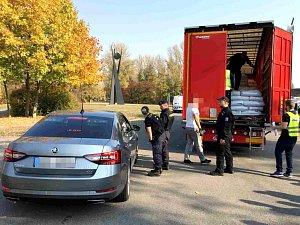 Zaměřeno na kontrolu hmotnosti: zkontrolováno bylo celkem 44 vozidel.