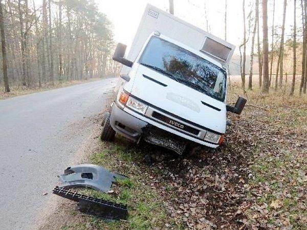 Nákladní vozidlo po střetu sdivokým prasetem uKlamoše.