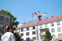 Tepelné ostrovy mapovali odborníci na Ulrichově náměstí prostřednictvím dronu. Slunný čtvrtek ideálně posloužil k porovnání teplotních rozdílů.