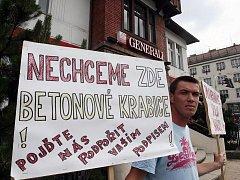 Protest před vilou Aničkou proti jejímu zbourání v pátek 3. července 2009.