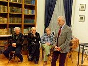 Vzpomínková akce na listopadové události roku 1989 v hradecké Biskupské knihovně.