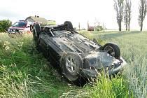Dopravní nehoda dvou osobních automobilů na silnici I/11 u odbočky na Lhotu pod Libčany.