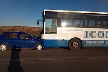 Senior zavinil nehodu s linkovým autobusem.
