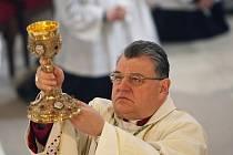 Budoucí pražský arcibiskup Dominik Duka se v neděli na Boží hod velikonoční rozloučil s věřícími z hradecké diecéze.