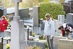 Celý víkend se nesl v duchu návštěv pozůstalých na hřbitovech.
