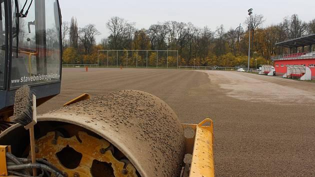 Jen do konce listopadu má Metrostav čas na rekonstrukci zfušovaného stadionu hradecké Slavie.