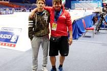 Otec a syn - královéhradecký judista Pavel Petřikov (vlevo) se svým trenérem.