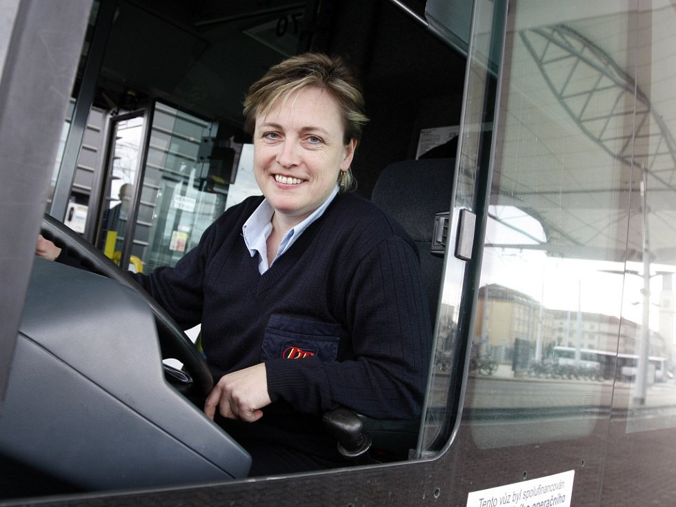 Romana Seidlová, řidička vozidel městské hromadné dopravy v Hradci Králové.