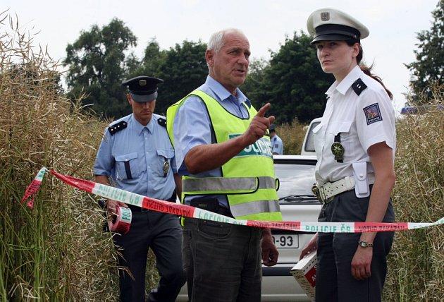 Při pádu ultralehkého letadla se zabil pilot. Vyšetřování na místě neštěstí