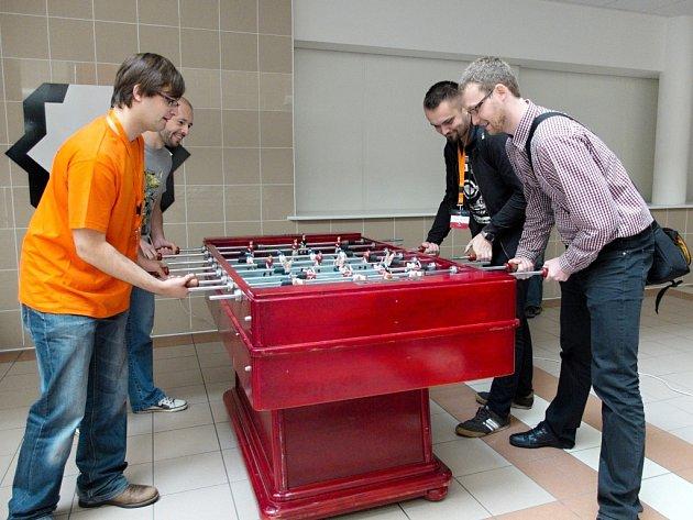 Barcamp a odpočinkový stolní fotbálek.