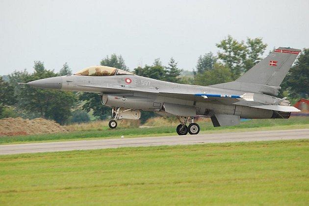 Dalším potvrzeným účastníkem zářijové letecké show CIAF na hradeckém letišti budou dánské stíhací letouny F–16.