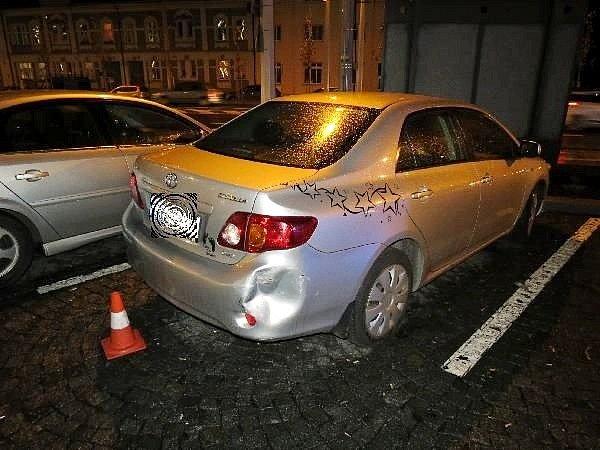 Poničený automobil po nehodě.