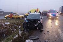 Z místa dopravní nehody u Všestar.