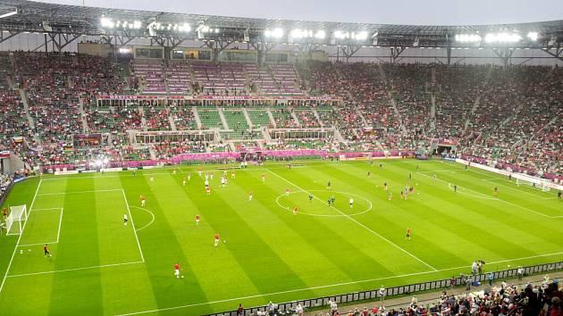 Atmosféra na fotbalovém mistrovství Evropy v polské Vratislavi.