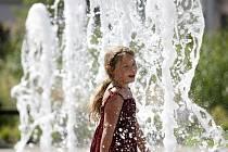Horké dny lákají k vodě.