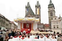 Návštěva papeže Jana Pavla II. na Velkém náměstí v Hradci Králové v roce 1997.
