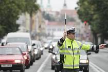 Soutěž policistů v řízení provozu na křižovatce v Hradci Králové.