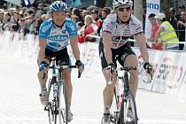 POSILA. Zkušený německý závodník Danilo Hondo (vpravo) začíná prokazovat své kvality.