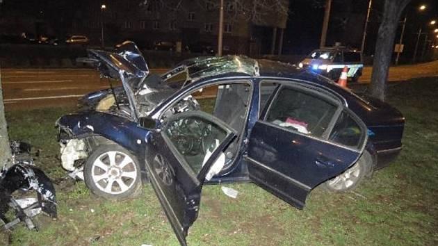 Havárie osobního automobilu v hradecké Střelecké ulici.