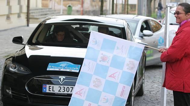 Electric Marathon 2013 - závod elektronických automobilů při zastávce v Hradci Králové.