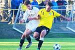 Okresní III. třída o víkendu nabídla také duel RMSK Cidlina Nový Bydžov B (bílé dresy) versus FK Vysoká nad Labem B (3:1). Utkání se hrálo na stadionu v Hlušicích.