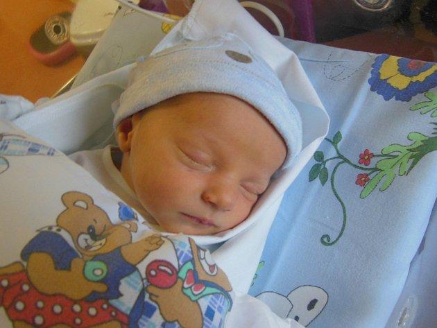 JAN NĚMEČEK  se narodili  4. 11. v 1,41 hodin manželům  Lucii a Janu Němečkovým z Hradce Králové. Jan na svět přišel s 49 cm a 3110 g.