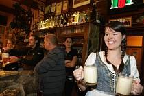 Připomínka uvaření prvního zlatého ležáku na světě roku 1842 v Plzni - slavnosti piva Pilsner Urquell Na Hradě v Hradci Králové.