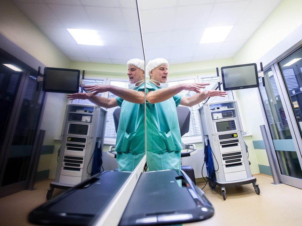 Robot na urologické a onkologické operace ve Fakultní nemocnici Hradec Králové.