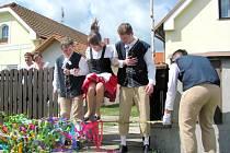 Staročeské máje - tradiční oslava jara v Lovčicích.