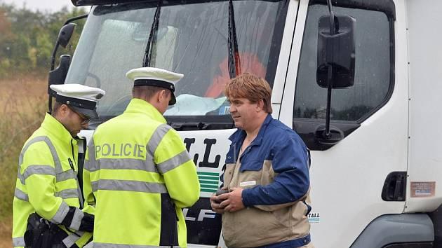 ŘIDIČ byl z policejního autobusy značně překvapený. Myslel si, že ho předjíždí zájezd.