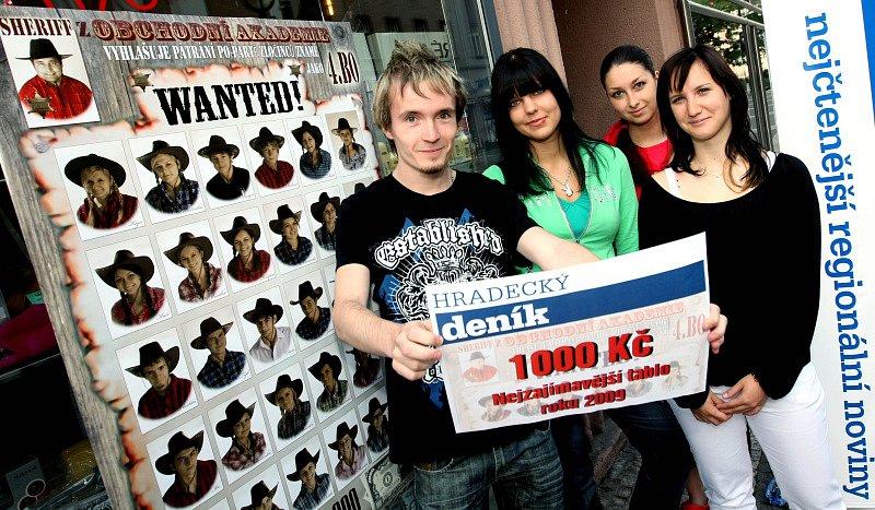 Hlasování o nejnápaditější maturitní tablo vyhráli absolventi 4.BO z Obchodní akademie v Hradci Králové.