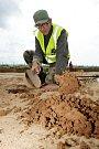 Část keltského sídliště našli archeologové při průzkumech v místě, kde se buduje hlavní silniční tah z Hradce Králové na Pardubice.