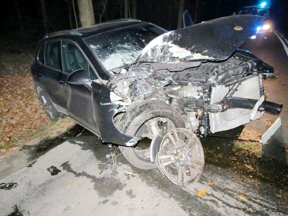 Havárie vozu Porsche Cayenne u Bělče nad Orlicí.
