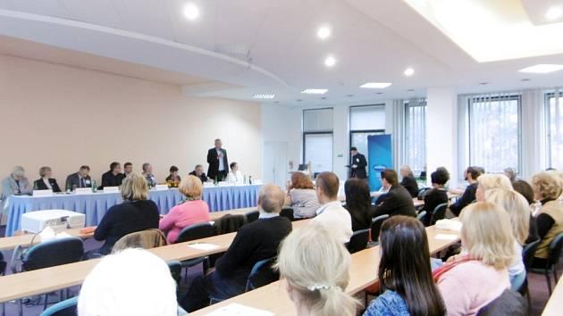 Geronologický kongres v královéhradeckém hotelu Černigov.