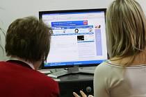Poslankyně Hana Orgoníková (ČSSD) při on-line rozhovoru se čtenáři Deníku