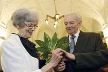 Manželé Alena a Adolf Douckovi oslavili diamantovou svatbu.