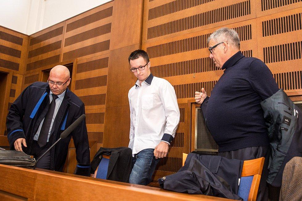 Lukáš Nečesaný u Krajského soudu v Hradci Králové.