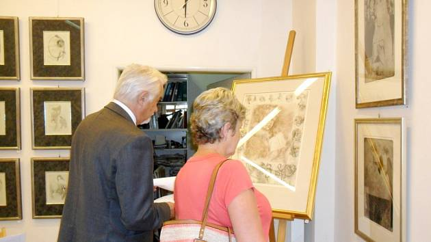 Pocta české grafice - vernisáž výstavy v hradecké galerii Koruna v Kopečku.