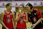 Při závěrečném turnajovém vyhlášení převzaly hradecké basketbalistky ocenění za třetí místo, které jim připadlo po vítězství nad VŠ Praha.